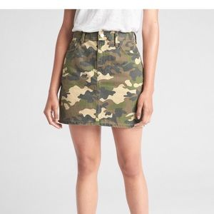 6adbd6b11 Women Gap Camo Skirt on Poshmark